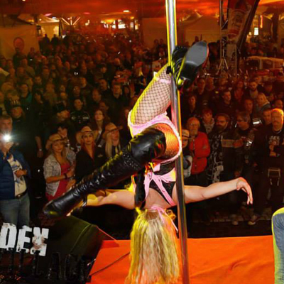 Pole Dance Show buchen für Events in Berlin +150 Km! - CANDY DEE